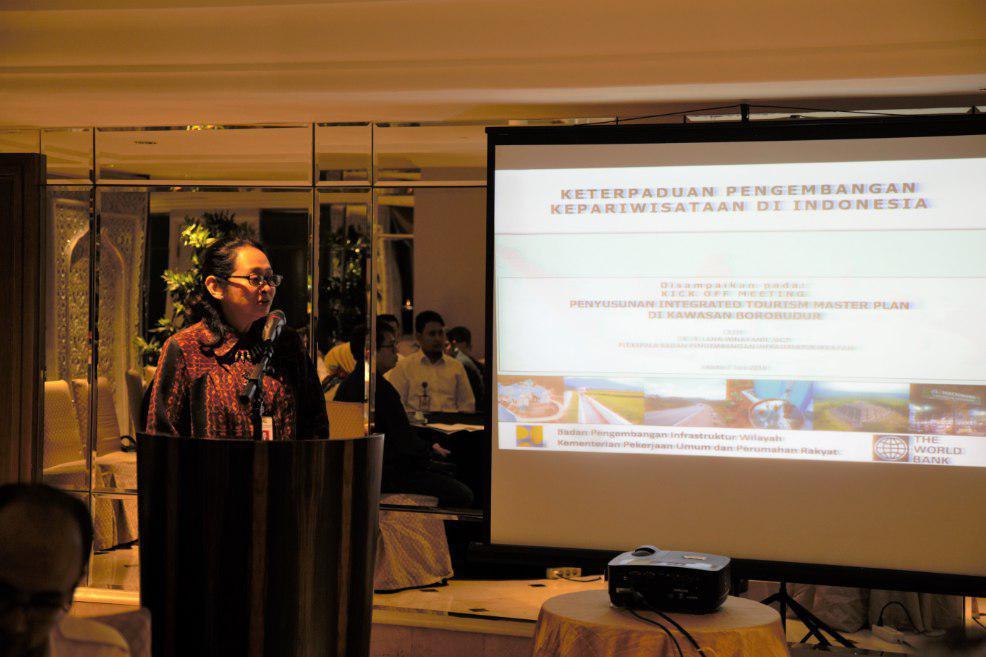 Arahan terkait Keterpaduan Pengembangan Pariwisata dari Ibu Dr. Ir. Lana Winayanti, MCP sebagai Plt. Kepala Badan Pengembangan Infrastruktur Wilayah (BPIW), Kementerian Pekerjaan Umum dan Perumahan Rakyat (PUPR) pada kegiatan Kick Off Meeting ITMP for
