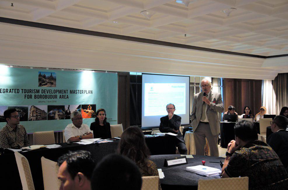 Paparan dari Team Leader Konsultan pada Kegiatan ITMP for Borobudur Area